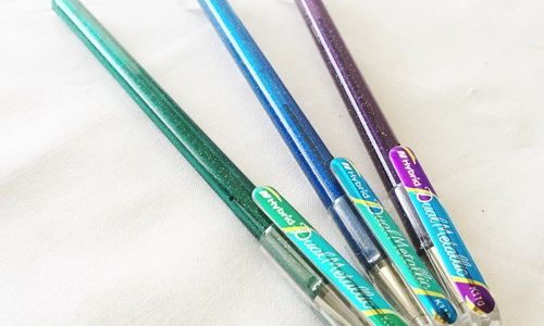 角度によって色が変わる面白すぎるペン!期間限定のハイブリッドデュアルメタリック