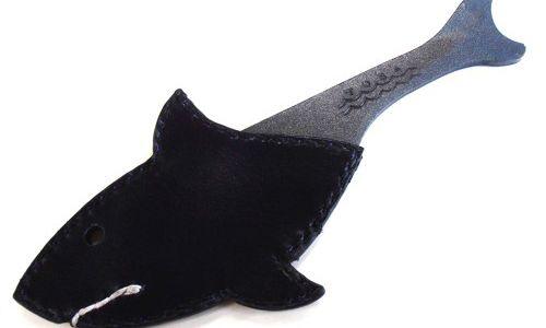 いただきもののマッコウクジラナイフのためにケースを作りました!クジラがサメに変身するケース